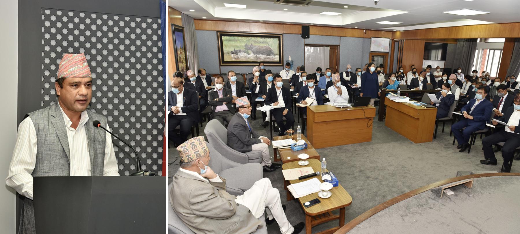 वार्षिक समिक्षा बैठकमा समितिको तर्फबाट आफ्नो प्रस्तुती राख्दै समितिका अध्यक्ष राजेन्द्र अर्याल
